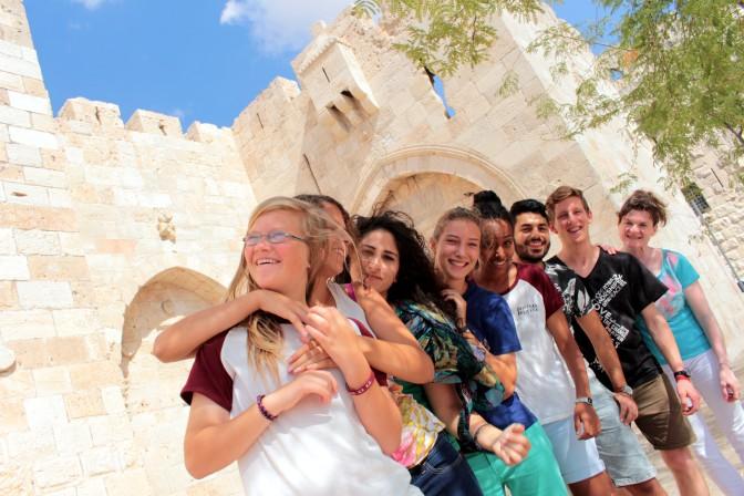 Juutalaisten ja arabien nuorten ryhmä musisoi Israel-päivillä Ryttylässä