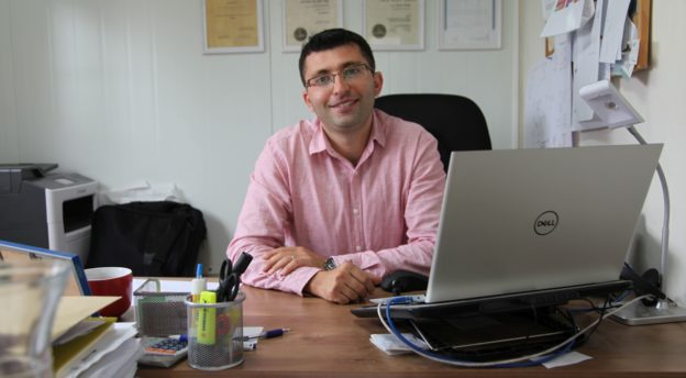 Makor HaTikvah -koulun rehtori Yoel Russu