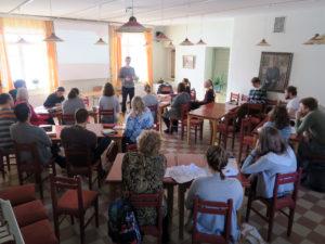 Vili Sarento ohjaa MyFriends-valmennuksessa kohtaamaan lähimmäisen Jeesuksen kanssa.