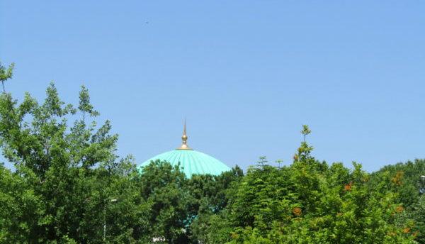 Keski-Aasian maisemassa moskeijan katto on tavallinen näky. Kuva Kansanlähetyksen arkisto.