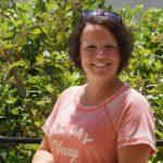 lähetystyöntekijä Katriina Sipari hymyilee kesäkuvassa