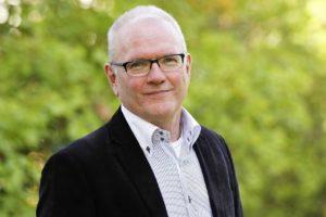 Raamattukouluttaja, Uusi Tie -lehden päätoimittajaLeif Nummela