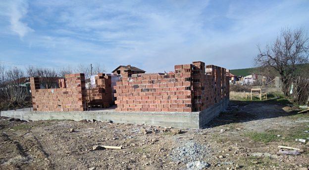 Seiniä rakennetaan jo.