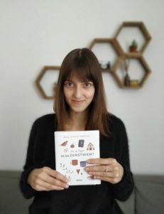 Warto-kustantamon graafinen suunnittelija Karolina-Kluska