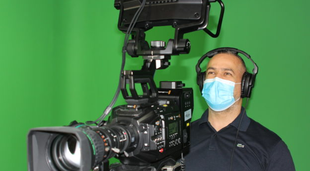 Kuvaajatkin käyttävät maskia SAT-7:n studiolla.