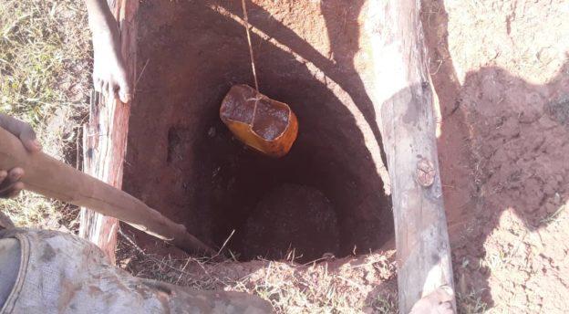Maan laadun testausta varten tehtiin kaivo. Kuva: Alemayhu Kabbada