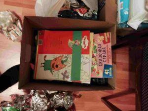 Jumala voi kaiken ja Joulu-kirjat lisättiin lahjapaketteihin.