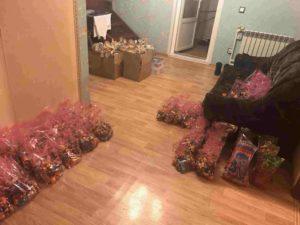 Lahjapakkaukset ovat valmiiksi pakattuina Puolimatkan kodissa.