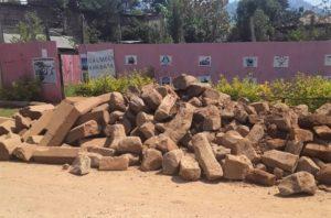 Kiviä koulutuskeskuksen työmaalle. Kuva: Alemayehu Kabbada