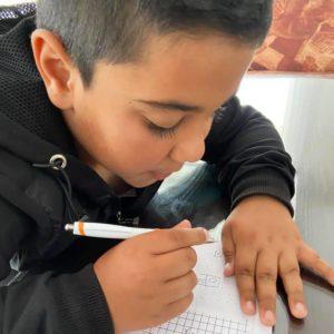Poika pelaa ristinollaa. Kuva: Haveristen arkisto