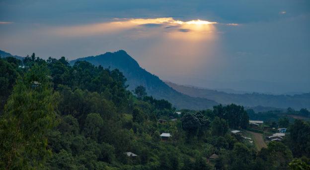 Ameyan kaupunkin vuorten keskellä. Kuva: Jarkko Viljanen